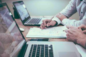 La gestion de patrimoine regroupe les conseils en fiscalité, placement, assurance-vie, retraite et emprunts bancaires